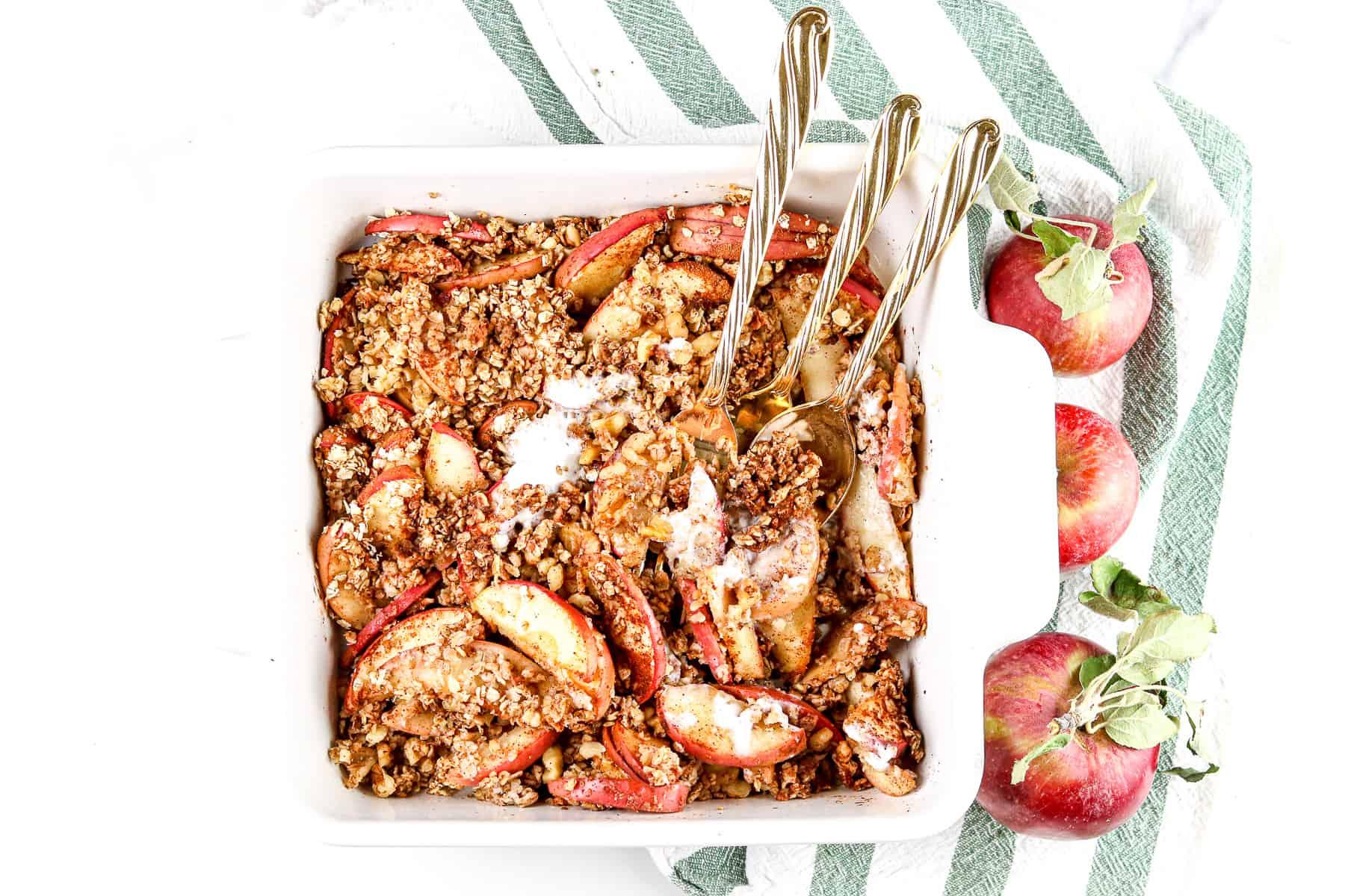 Image of apple crisp with forks.