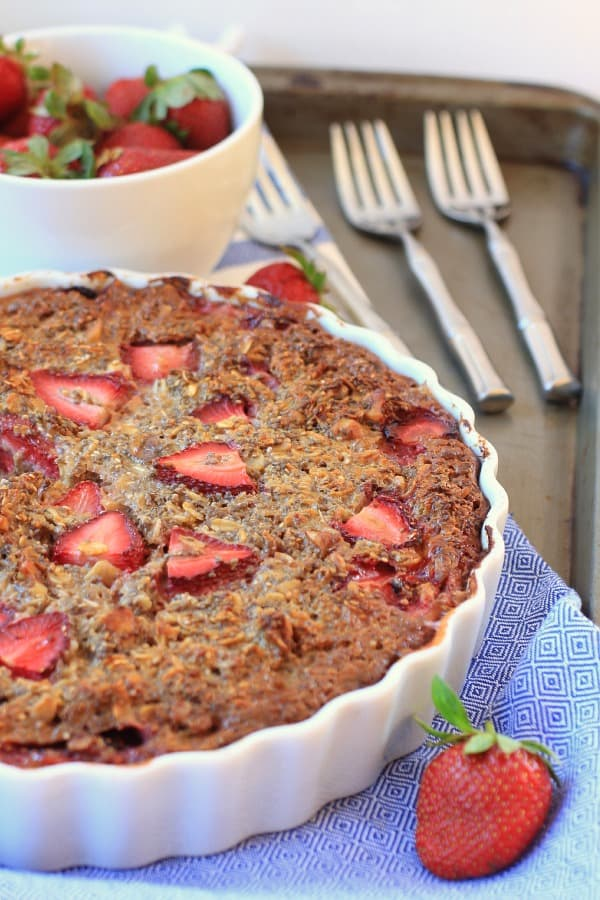 Strawberry-Chia-Baked-Oatmeal-Pie-2