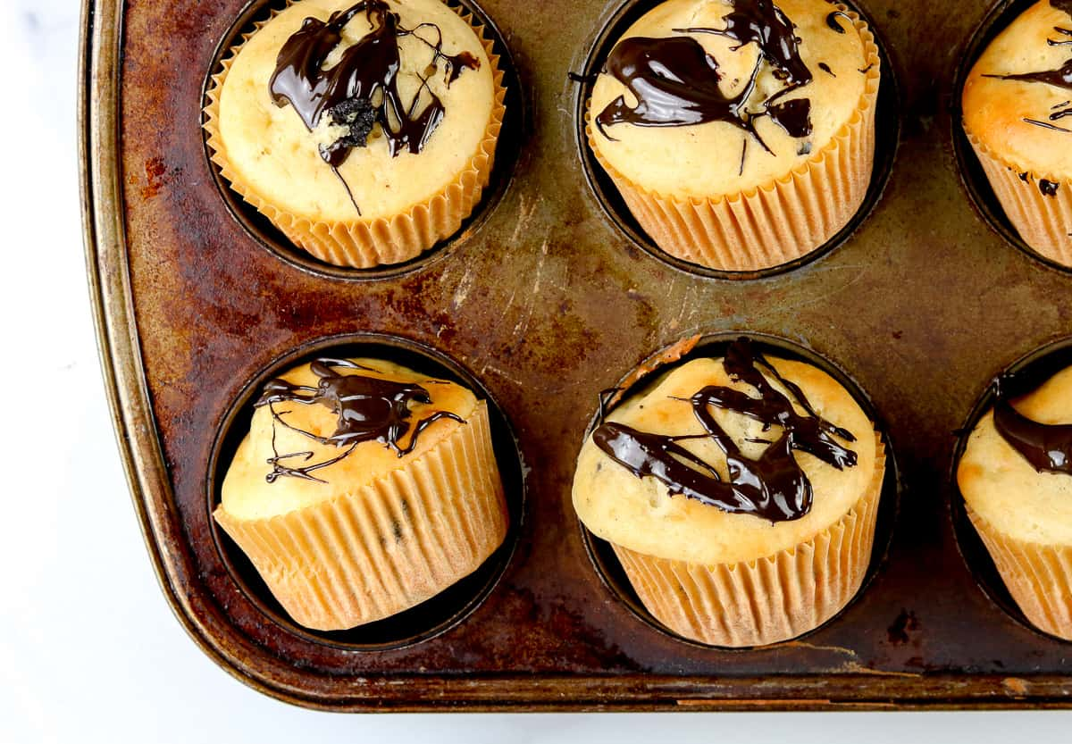 Image of 6 muffins in the muffin tin.