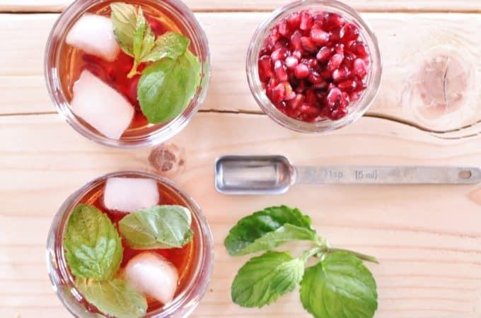Pomsettia- A skinny vodka cocktail to enjoy this holiday season (or whenever!) @shawsimpleswaps