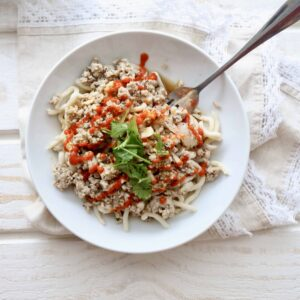 Sriracha Sesame Udon Noodles with Ground Turkey @shawsimpleswaps