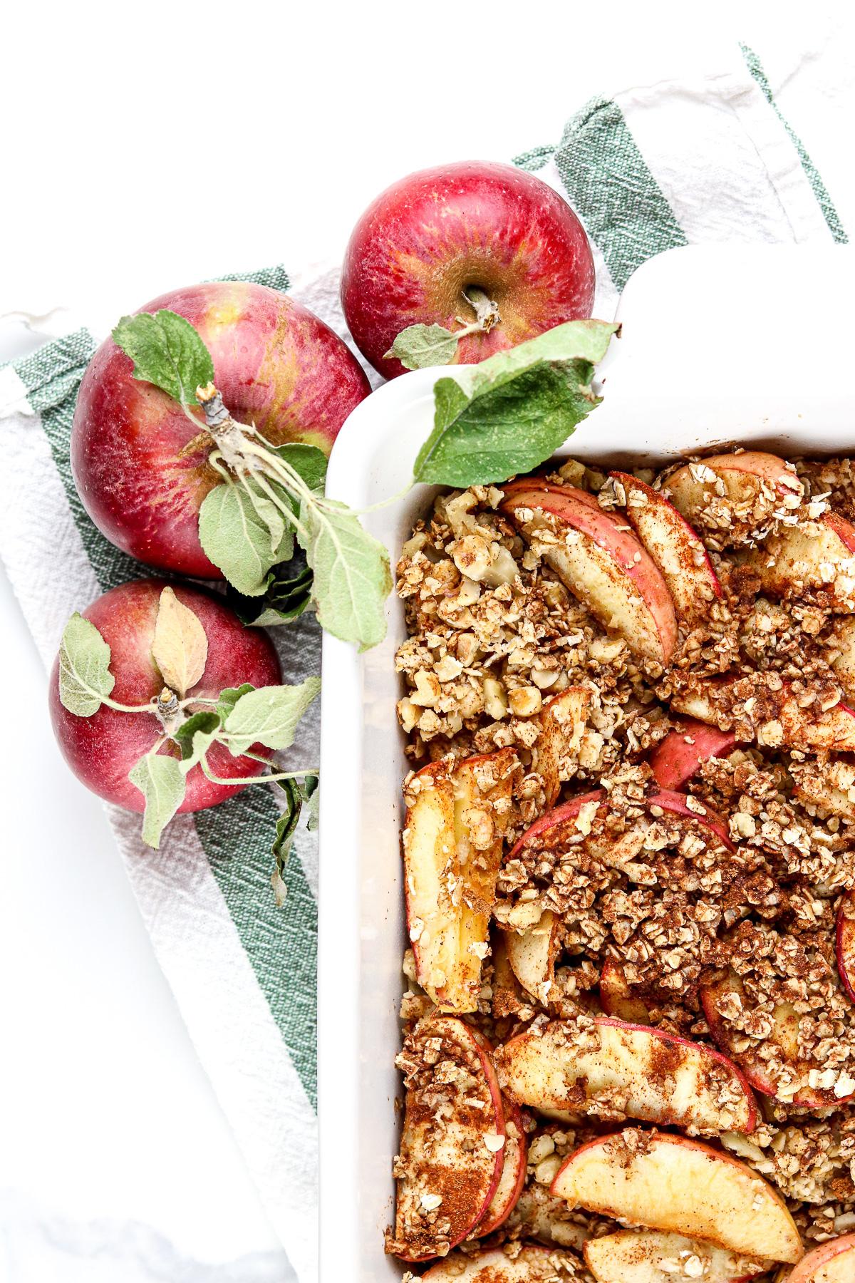 Image of cinnamon apple crisp with forks.