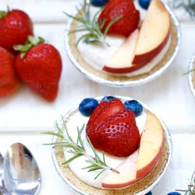 No Bake Cheesecake with Fresh Berries – Ready in 10 Minutes Flat!