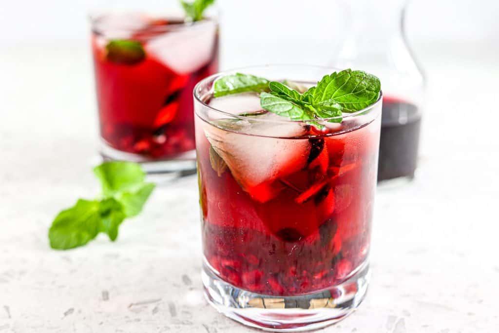 Pomsettia - A Skinny Festive Cocktail