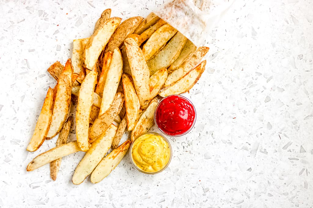 Picture of air fryer potato wedges.
