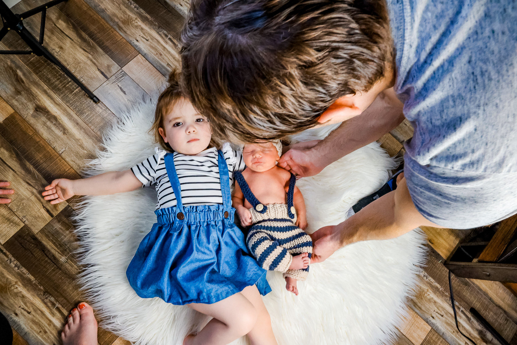 About Liz Page with kids and husband photoshoot.